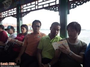 Dalam bot menyusuri Tasik Kunming